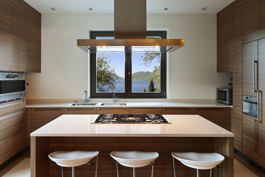 Mali saveti za organizaciju kuhinje sudopera ispod prozora