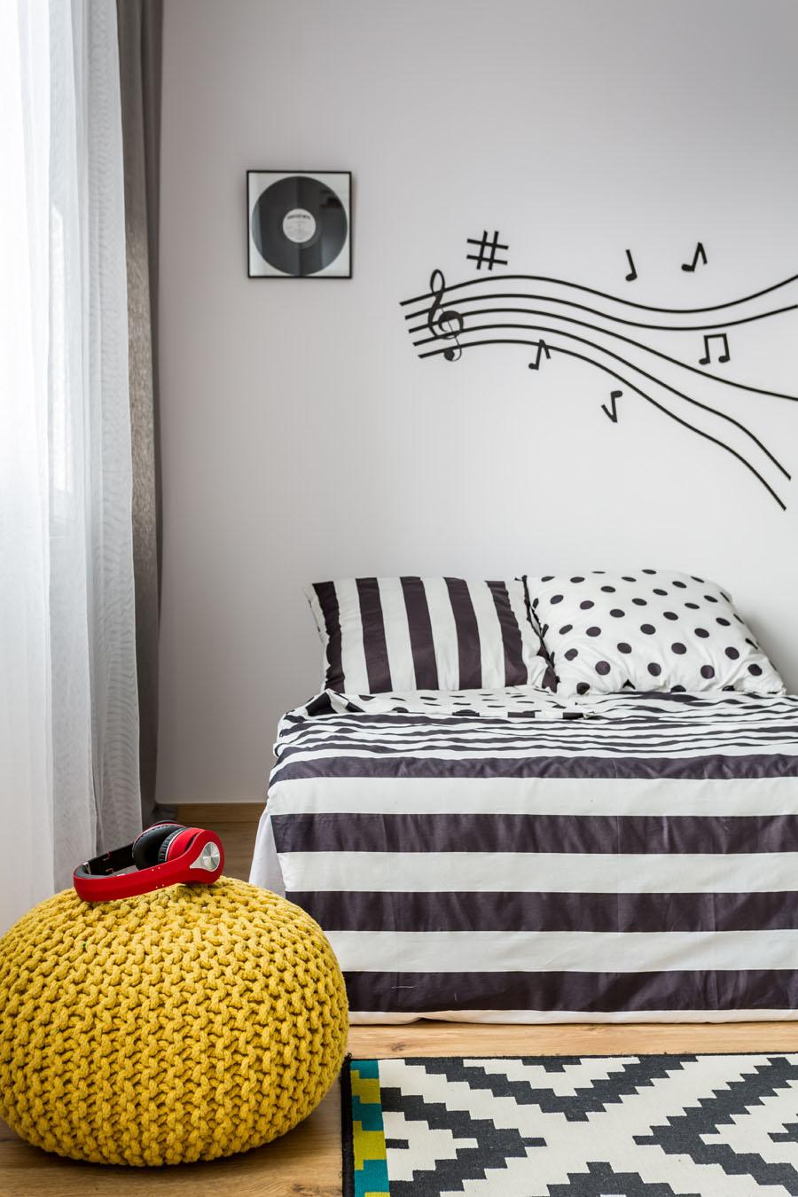Monohromatski enterijer spavaca soba tarkett