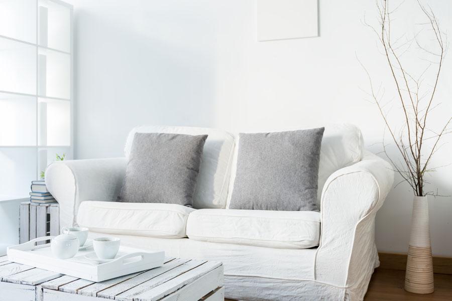 Skandinavski stil i bela boja u uredjenju enterijera