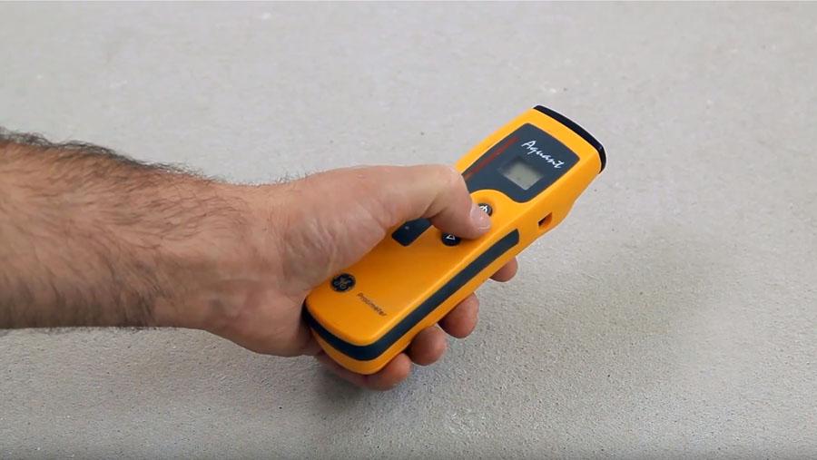 pomiar wilgoci przed instalacją podłogi