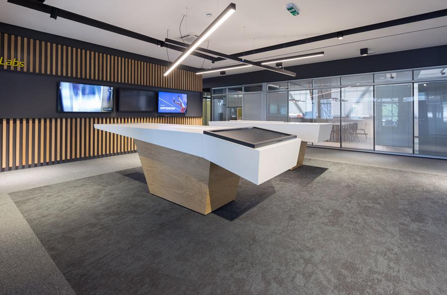 Podovi-u-radnom-prostoru-tekstilne-ploce-Tarkett-Sky-i-Desso-Desert