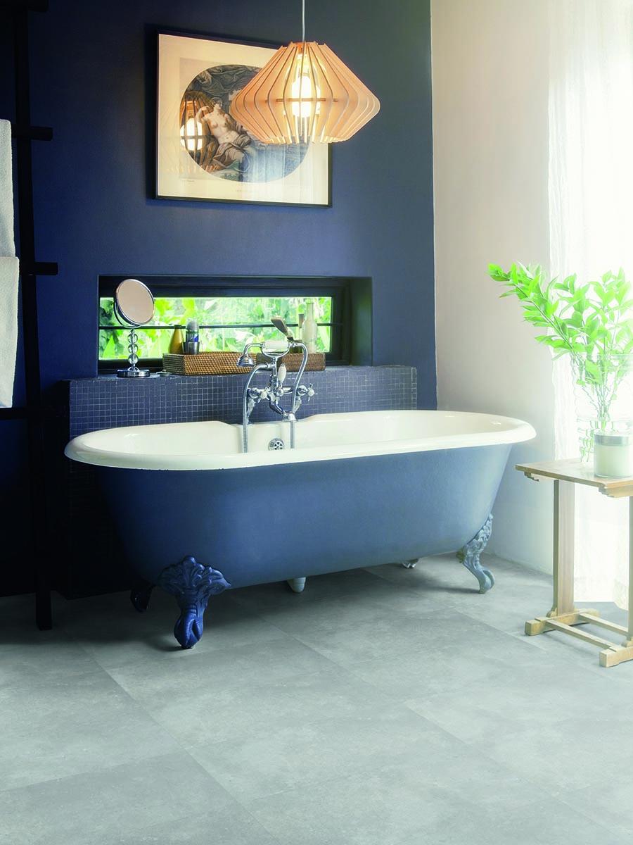 Pantone-klasično-plava-u-kupatilu